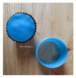 corta un círculo de fondant del color que más te guste