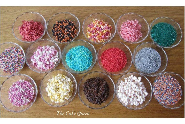 Tarros llenos de sprinkles de colores