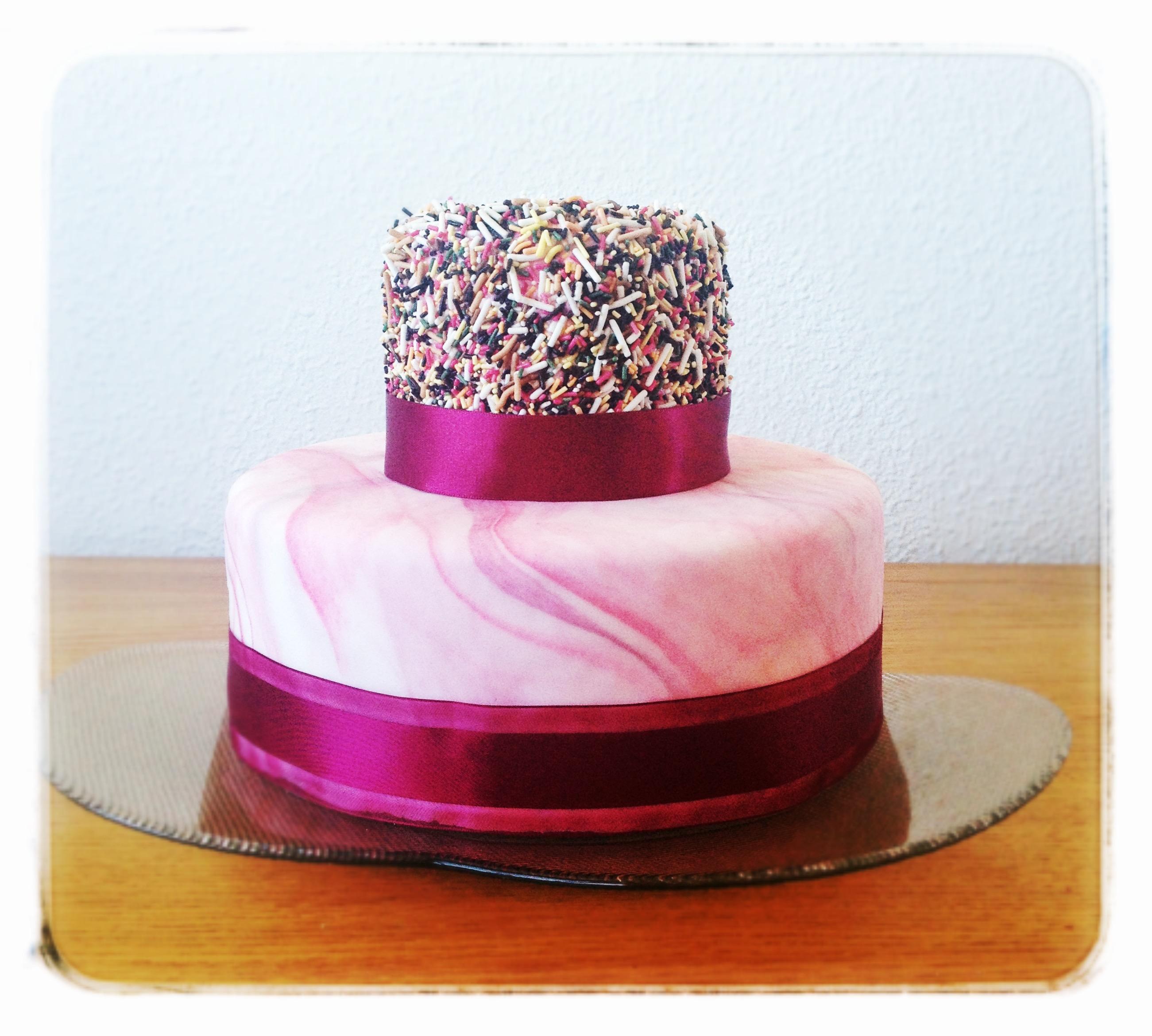 Reto Sprinkle, mi tarta con cinta vinotinto