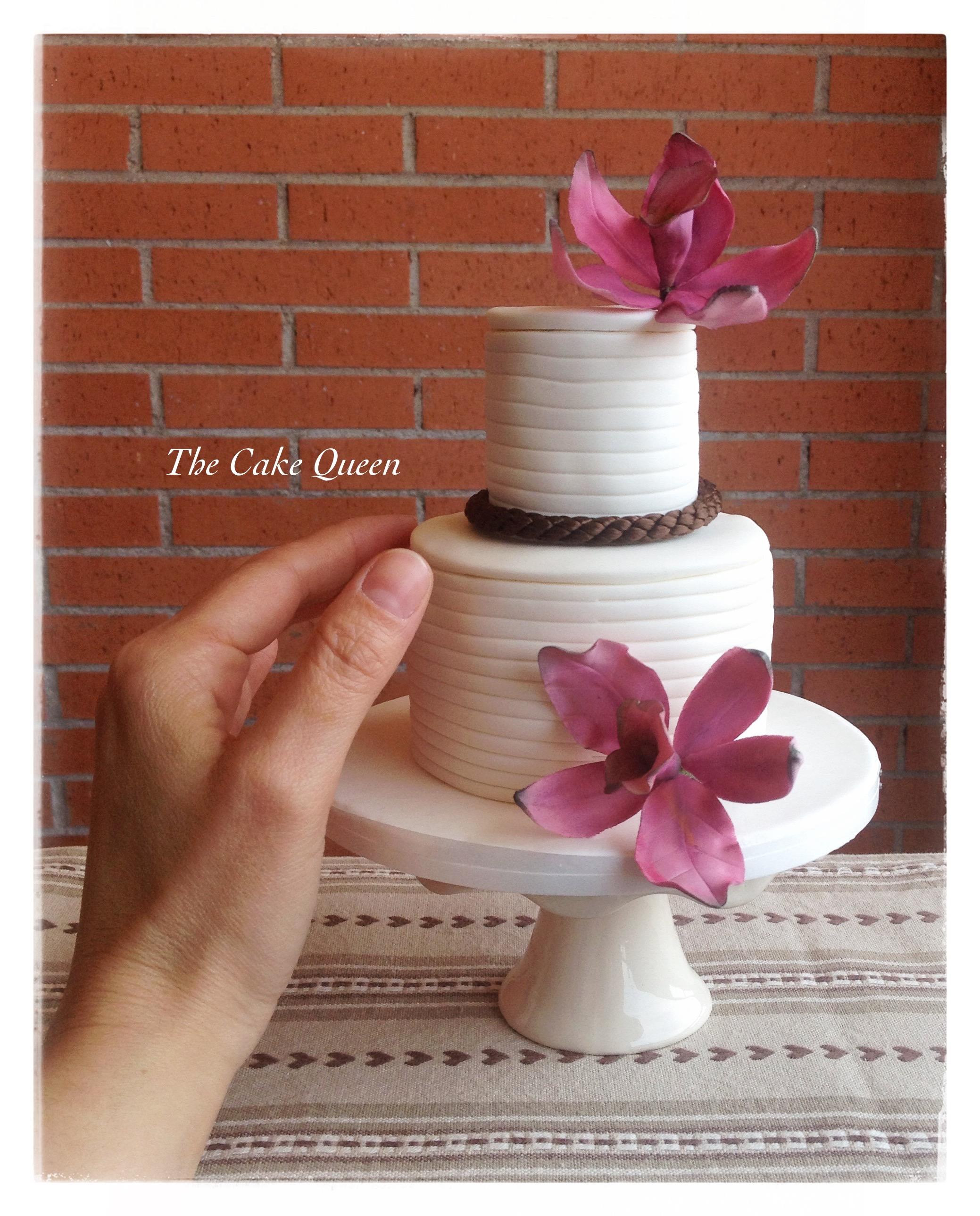 Mini tarta de vainilla decorada con orquideas