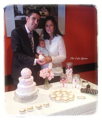 La mesa rosa para el bautizo de Alba, los papis con Alba