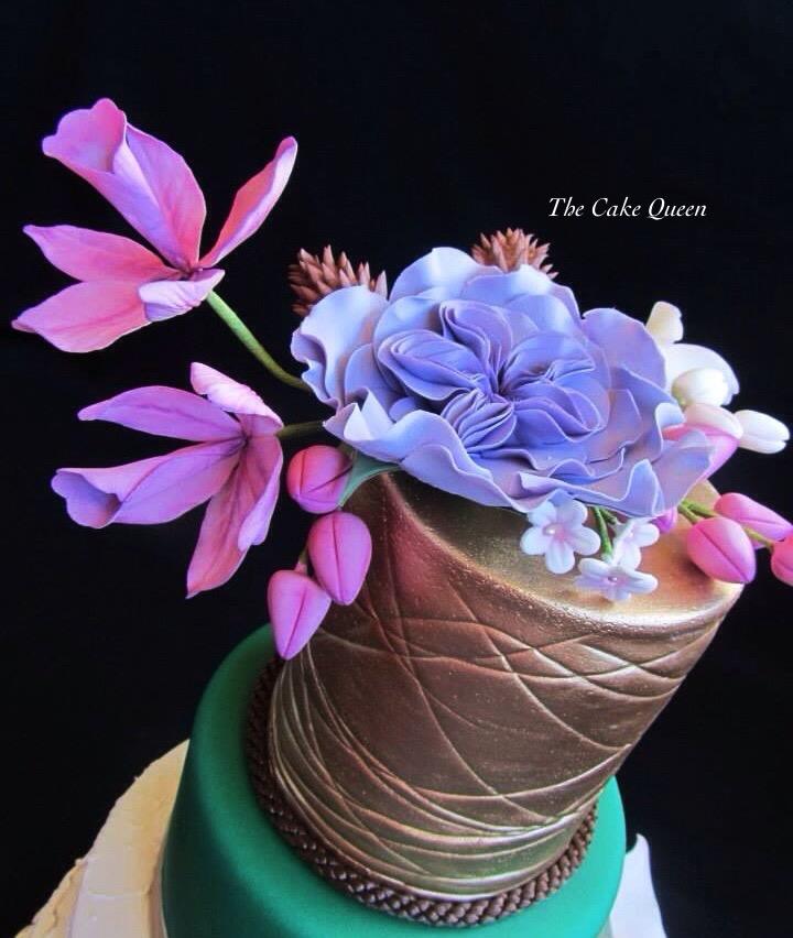 Mi tarta para Expotarta 2014, el tope de la tarta está decorado con un ramo de flores hechas con pasta de azúcar