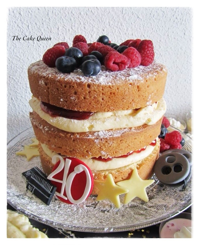 Tarta Victoria Sponge con frutas frescas