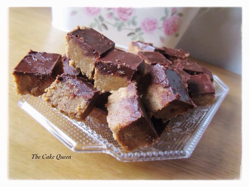 Deditos de crema de cacahuate y chocolate, unos pequeños cuadraditos que están muy llenos de sabor
