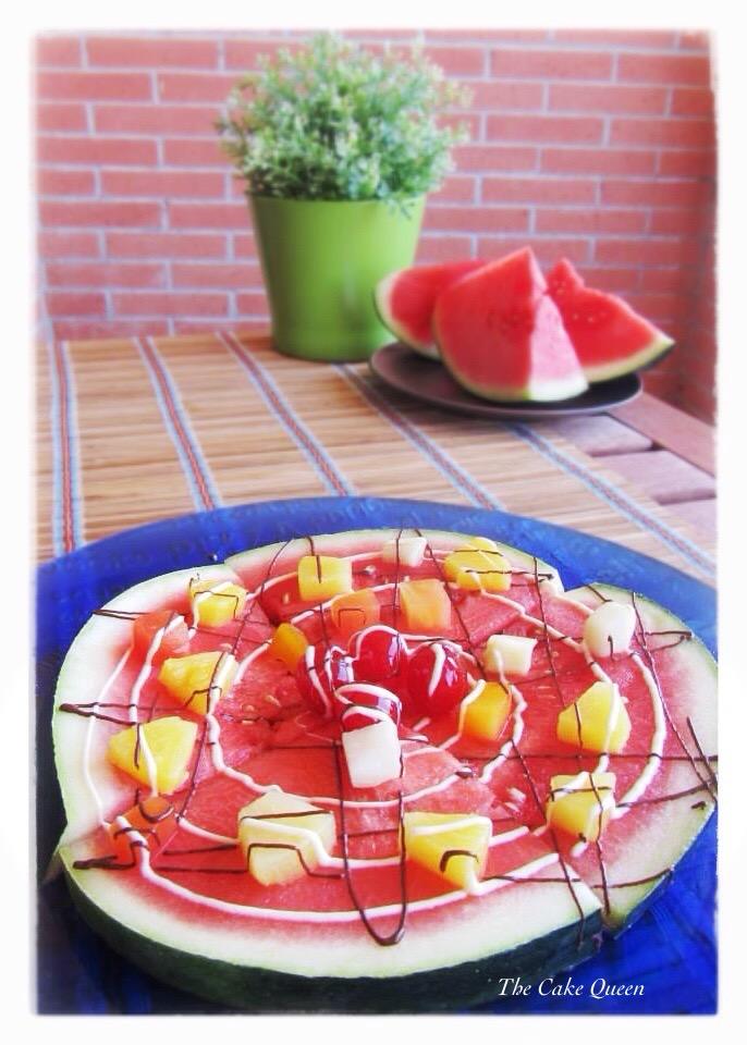Pizza de frutas con un toque de choco blanco y oscuro