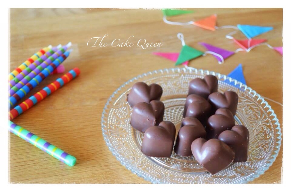 Bombones rellenos de dulce de leche, yo decidí usar un molde para hacer bombones en forma de corazones