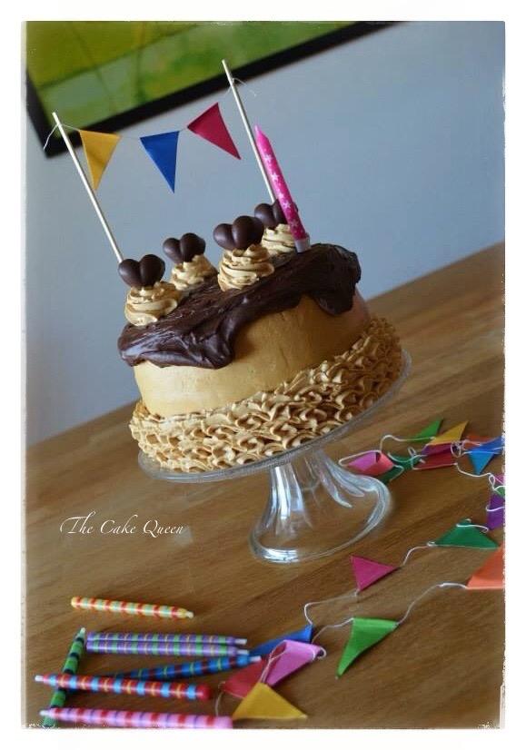 """Mi tarta de cumpleaños """"Tarta de chocolate y dulce de leche"""", una tarta muy suave, esponjosa, húmeda y además muy ligera de comer."""