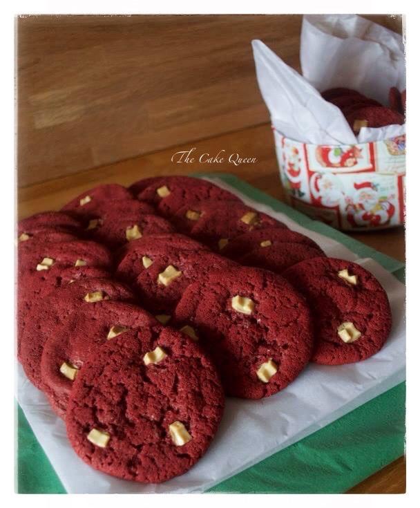 Galletas red velvet con chispas de chocolate blanco