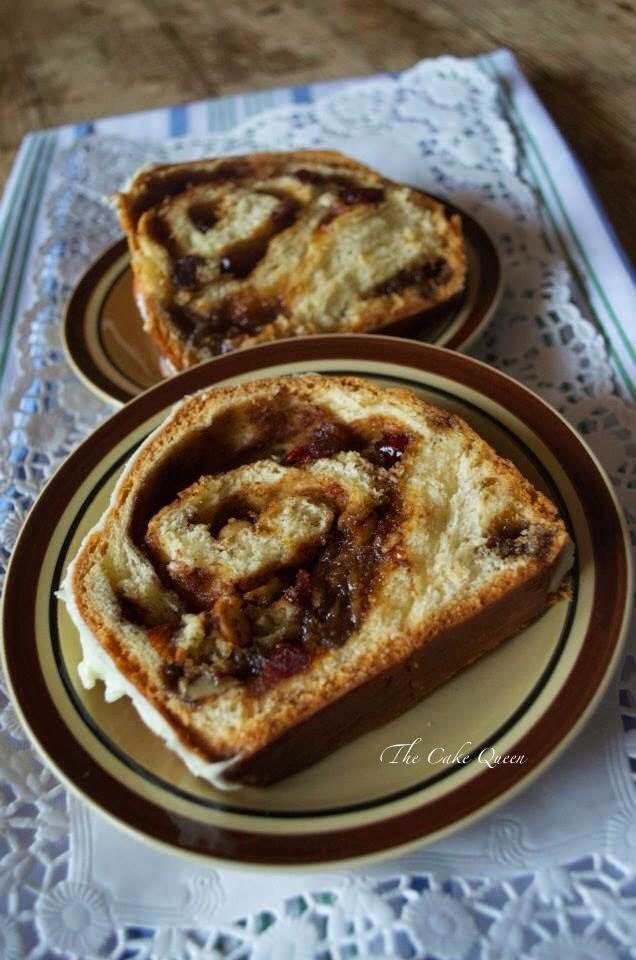 Babka de canela naranja y frutos secos: dos trozos de este pan de pascua