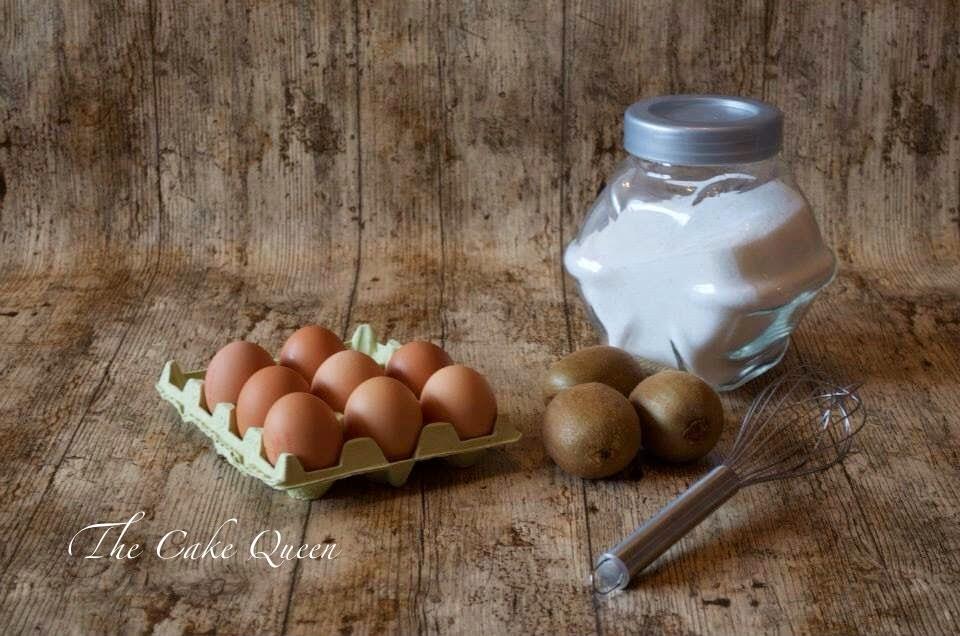 Tortilla de Kiwis al horno, azúcar, huevos, kiwis estos son algunos de los ingredientes para preparar la tortilla de kiwis