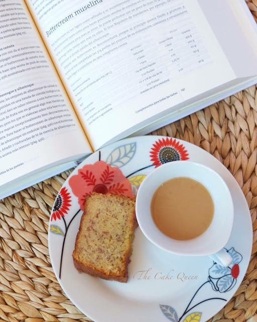 Bizcocho griego de plátano, perfecto para tomar con un rico té de mis amigos David Rio Chai