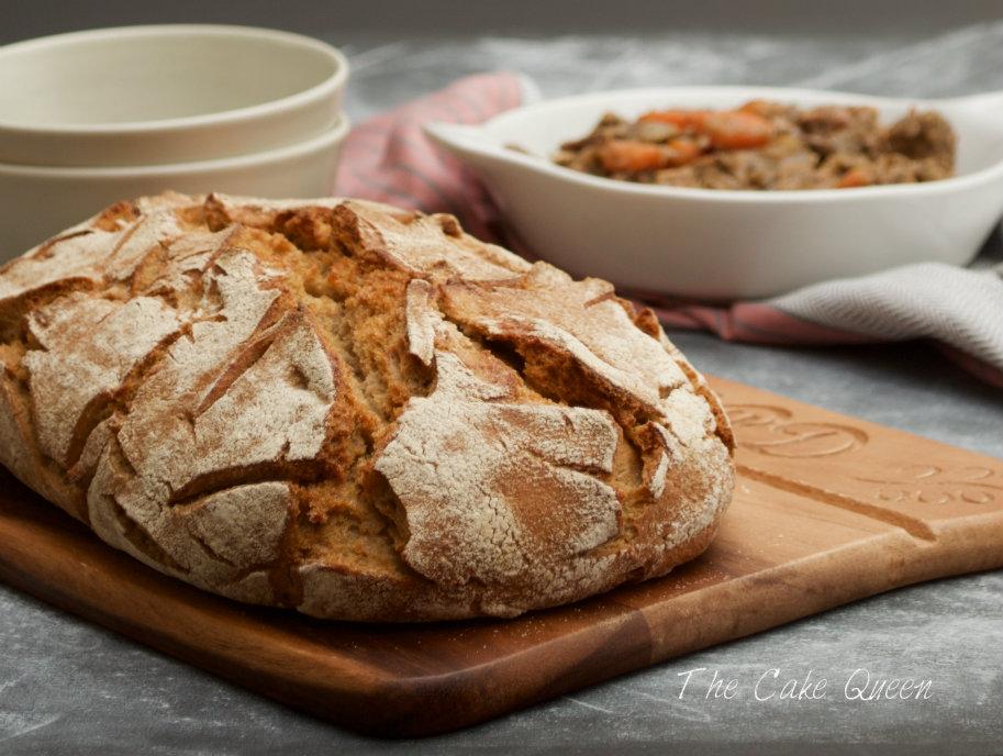 Un rico pan para acompañar el conejo a la cacerola