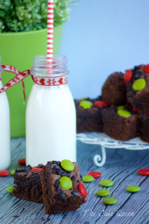 Brownie con lacasitos, perfectos para tomar con un buen vaso de leche