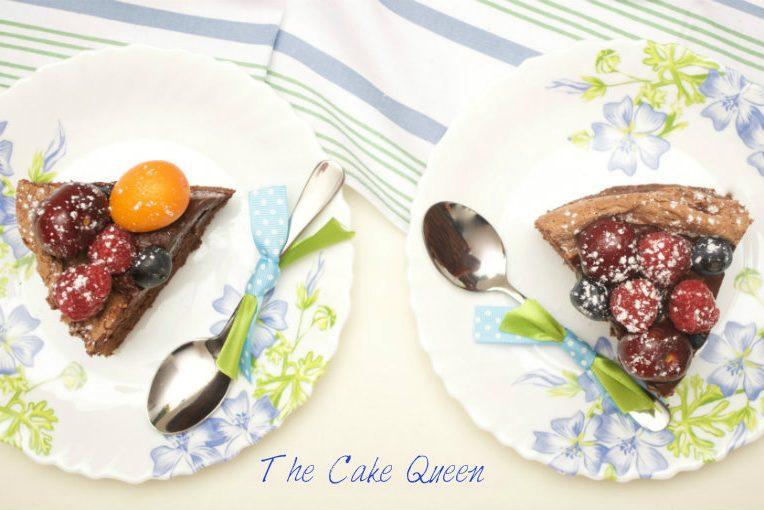 Tarta de chocolate y merengue con frutas frescas para VALOR