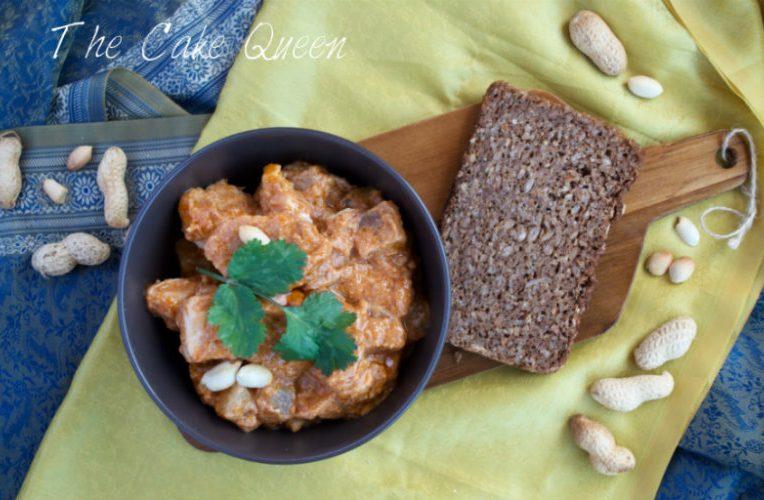 Pollo en salsa cremosa de cacahuetes, plato típico de Africa