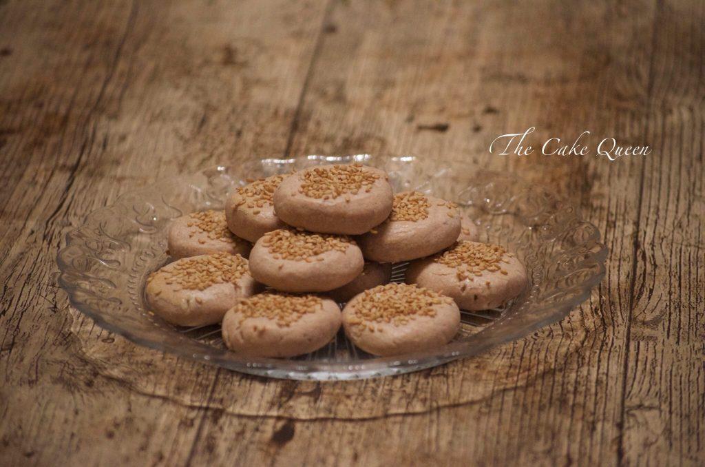 Mantecados caseros: mantecados de almendra con semillas de ajonjolí