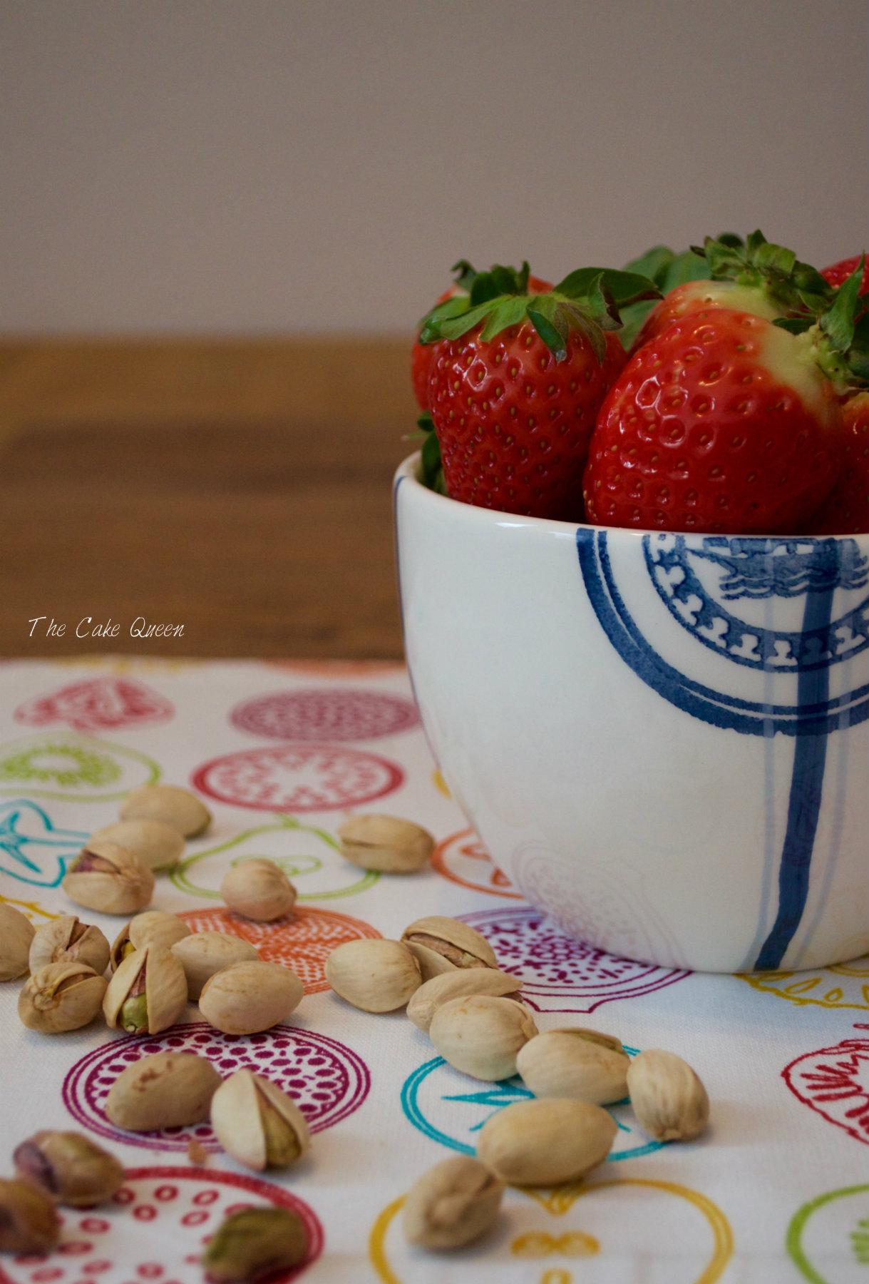 Gachas de avena con fresas y pistachos