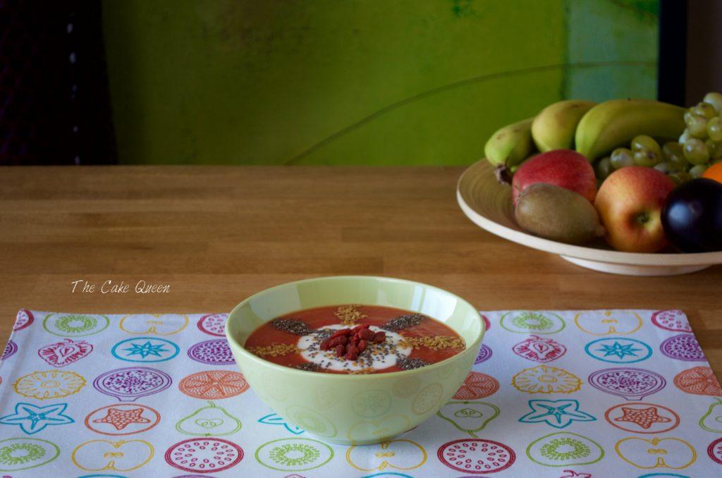 Smoothie bowl de fresas, kiwi y manzana