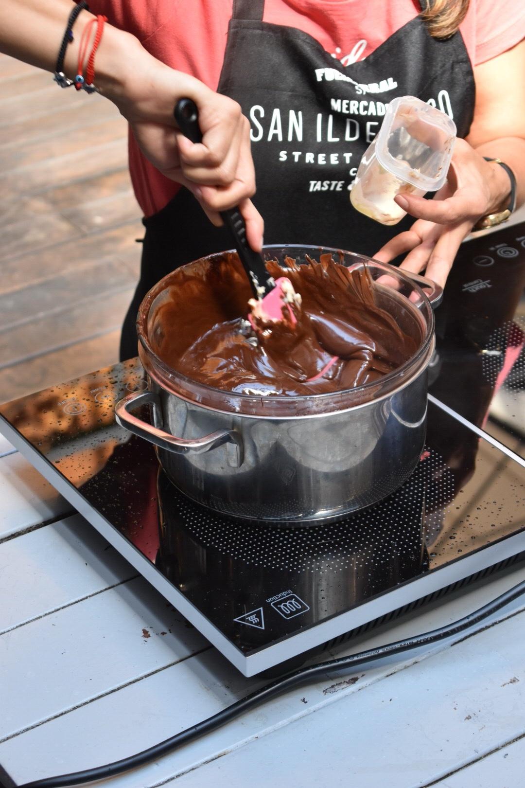 Salami de chocolate un trampantojo muy dulce. Showcooking trampantojos en el Mercado de San Ildefonso