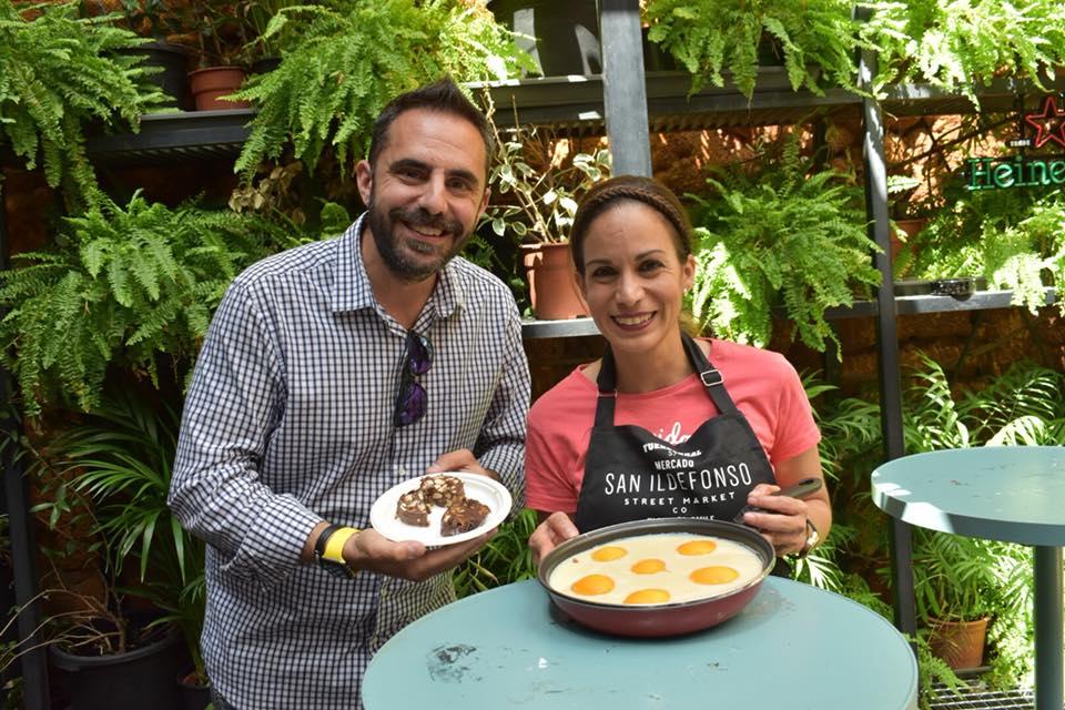 Pastel de huevos fritos un trampantojo muy dulce. Showcooking trampantojos en el mercado de San Ildefonso