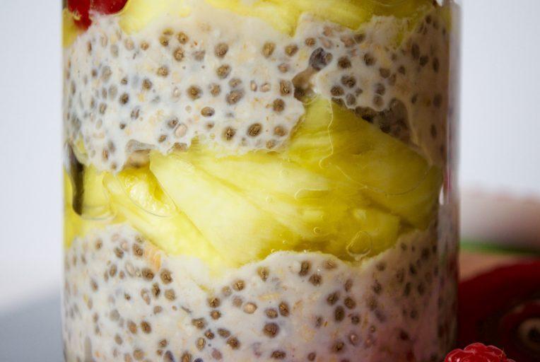 Cremoso de avena, chía y almendras: un desayuno de lujo