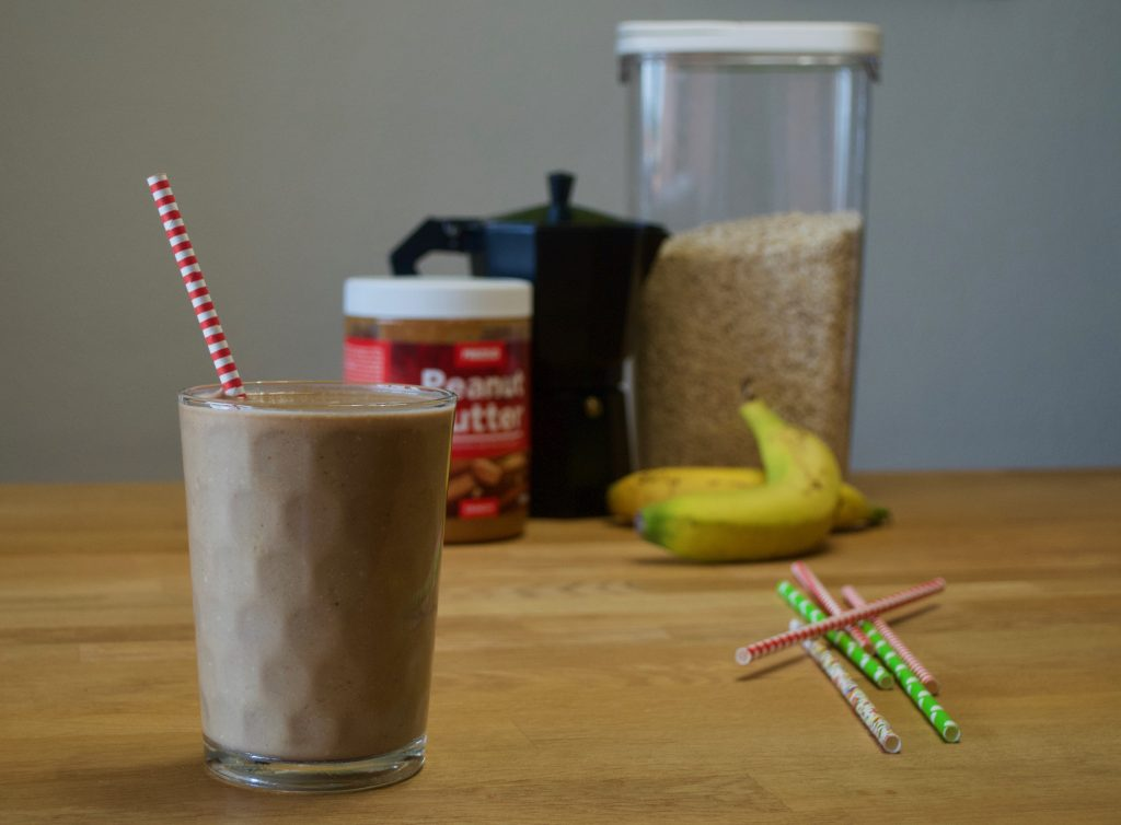 Smoothie Despiértate de café, banana y avena